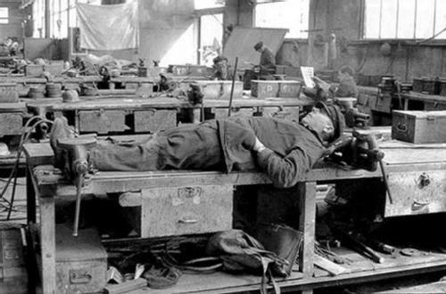Los obreros contra el trabajo